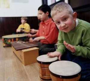 kids_drumming